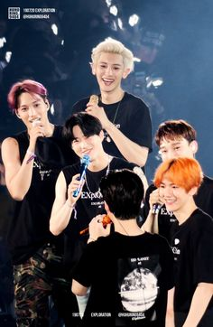The way they look at Sehun. Sehun is a beautiful gem for them ❤️ Exo Ot9, Kpop Exo, Park Chanyeol, Kyungsoo, Proyectos Cricut Explore, Exo Concert, Exo Lockscreen, Z Cam, Kim Minseok