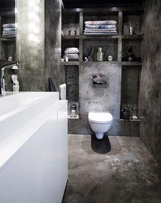 Un apartamento tipo loft en Oslo · A loft apartment in Oslo Bathroom Interior Design, Home Interior, Bathroom Shelves, Small Bathroom, Bathroom Wall, Decoracion Vintage Chic, Man Shower, Table Cafe, Concrete Bathroom