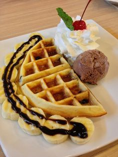 Waffle Ice Cream, Pasta, Favorite Recipes, Sweets, Restaurant, Breakfast, Stationary, Desserts, Foods
