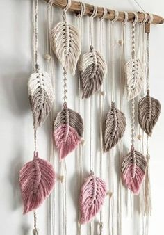 Discover recipes, home ideas, style inspiration and other ideas to try. Macrame Wall Hanging Patterns, Macrame Art, Macrame Design, Macrame Projects, Macrame Patterns, Macrame Knots, Macrame Bracelet Patterns, Macrame Bracelets, Diy Home Crafts