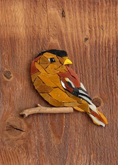 Inlay of a Venetian glass mosaic Bird on a piece of wood. Garden Mural, Mosaic Garden Art, Mosaic Animals, Mosaic Birds, Art Mural En Plein Air, Mosaic Glass, Glass Art, Mosaic Stepping Stones, Outdoor Wall Art