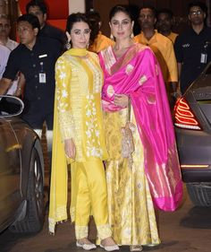 Kareena Kapoor Khan & Karisma Kapoor Twin For Ganesh Chaturthi Celebrations At Ambani House - Womansera Kurti Designs Party Wear, Kurta Designs, Blouse Designs, Gharara Designs, Dress Designs, Indian Attire, Indian Ethnic Wear, Indian Outfits, Banarasi Lehenga