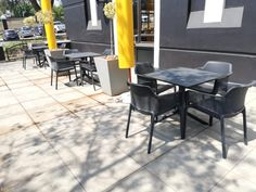 This is ou Anthracite Grey Net Armchair and Anthracite Grey Clip80 Table. Green Rooms, Upholstered Chairs, Furniture, Outdoor Tables, Fiberglass Resin, Interior, School Chairs, Bed Bar, Marble Wood