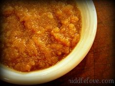 Spiced Applesauce Recipe made in a slow cooker (Apple Butter House Smells) Almond Recipes, Apple Recipes, Real Food Recipes, Great Recipes, Yummy Food, Favorite Recipes, Tasty, Crock Pot Slow Cooker, Crock Pot Cooking