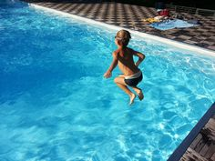 Healthy Pool, Healthy You! Swimming Pool Maintenance Tips - Family Capers Swimming Pool Equipment, Outdoor Swimming Pool, Swimming Pools, Water Play, Pool Water, Above Ground Pool, In Ground Pools, Spa Exterior, Piscine Coque Polyester