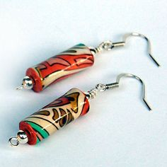 She appears to have made these with two different types of paper, which is smart, considering. Love paper beads.