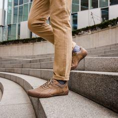Buty miejskie Haycox marki Caterpillar to komfortowe i modne obuwie dla mężczyzn.  Niezawodne na gorące dni – model wykonany z oddychającej wyściółki, Wnętrze buta pokryte powłoką z antybakteryjną warstwą NXT, Miękka podeszwa środkowa zapewnia wyjątkową wygodę użytkowania, Zewnętrzna podeszwa z wytrzymałej gumy zapewnia doskonałą przyczepność do podłoża, Caterpillar, Khaki Pants, Model, Shoes, Fashion, Moda, Khakis, Zapatos