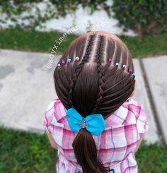 "🌸 𝐏𝐞𝐢𝐧𝐚𝐝𝐨𝐬 𝐩𝐚𝐫𝐚 𝐧𝐢𝐧̃𝐚𝐬 🌸 en Instagram: ""✨ 𝐇𝐨𝐥𝐚 𝐜𝐡𝐢𝐜𝐚𝐬 ✨ Les dejo este peinadito súper lindo y muy fácil de hacer con elásticos y trenza 😍🙌 Que tengan un exelente fin de semana…"" Cool Braid Hairstyles, Little Girl Hairstyles, Girl Hair Dos, Kids Cuts, Hair Due, Cool Braids, Toddler Hair, Hair Today, Hair Beauty"