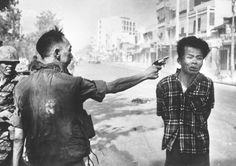 South Vietnam national police chief Nguyen Ngoc Loan executes a suspected Viet Cong member. (Eddie Adams)  Date 01-02-1968   Country Vietnam   Place Saigon