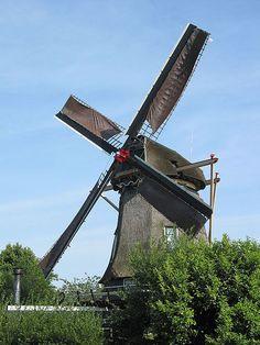Molino de Viente de EENDRACHT en WEESP, una pequeña localidad situada a las afueras de Ámsterdam y que es punto de conmutación para las líneas de tren que van hacia Almere o Hilversum/Amersfoort. Holanda.