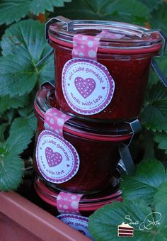 Erdbeer Balsamico Marmelade The post Erdbeer Balsamico Marmelade appeared first on Raumteiler ideen. Chutneys, Strawberry Balsamic, Vegan Bread, Yummy Food, Tasty, Jam Jar, Vegetable Drinks, Healthy Eating Tips, Healthy Nutrition