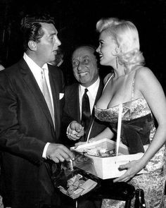 Dean Martin from the Rat Pack and Jayne Mansfield posing as a cigarette girl in Hollywood Stars, Classic Hollywood, Old Hollywood, Hollywood Gossip, Jayne Mansfield, Dean Martin, Smoking Photos, Nostalgia, Cigarette Girl