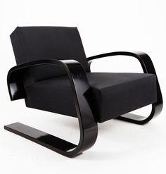 Alvar Aalto Tank chair, model designed in 1936 and produced by Artek Oy, Finland. Sofa Furniture, Vintage Furniture, Modern Furniture, Furniture Design, 70s Decor, Home Decor, Studio Room, Alvar Aalto, Inside Design