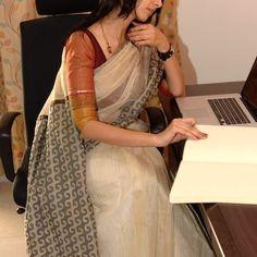 Ethnic Saree Collection from Urban Pari - MinMit Formal Saree, Casual Saree, Saree Blouse Patterns, Saree Blouse Designs, Ethnic Sarees, Indian Sarees, Indian Attire, Indian Ethnic Wear, Indian Dresses