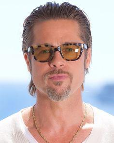 """42b99108ae4b0 Brad Pitt on Instagram  """"DAD IS SO HOT 🔥😋  Bradpitt"""""""