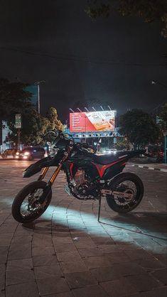 Motorcross Bike, Motorcycle Bike, Motorcycle Photography, Boy Photography Poses, Dirt Bike Gear, Black Background Photography, Bike Photoshoot, Dirtbikes, Galaxy Wallpaper