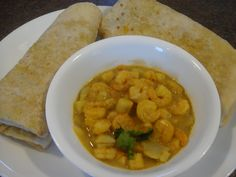 Dhalpourie with curry shrimp, scallop and potato