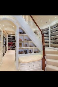 Can you imagine a shoe closet like this!! This is shoe heaven right here.