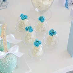 Charmosas e elegantes as mini cúpulas com chocolate trufado deram um toque encantador a decoração to - mimosdemalu