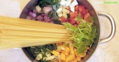 In einem Topf gekocht schmecken Nudeln, Sauce und Gemüse gleich viel besser. Dazu sparst du Energie und auch der Abwasch geht schneller von der Hand.