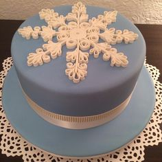 Blue and White Christmas Cake.  Quilling technique used with fondant.  I used a fettuccine setting on my past maker to get the even strips of fondant.