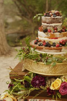 Perfect Festive Cake Holiday Wedding Inspiration Shoot | Fly Away Bride