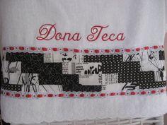 Toalha para minha tia Teresa. Em técnica dos blocos em escadinha.