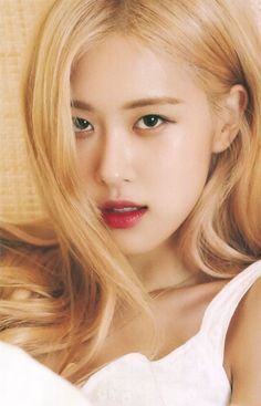 Summer Dairy Hawaii - Blackpink Rose Adorable Photos Blackpink rose is very beautiful and photogenic. Check out these awesome and adorable photos of her. Rose Photos, Blackpink Photos, Kim Jennie, Black Pink, Rose Park, Kim Jisoo, Blackpink Fashion, Park Chaeyoung, Auckland