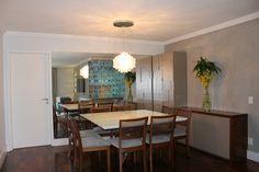 E como não podia faltar, a sala de jantar e sua vedete: o quadro escolhido pela própria cliente!! A sala é toda novinha com exceção do lustre. Cajuí Design de Interiores