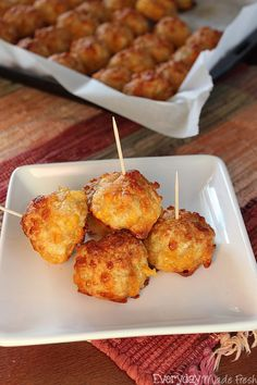 Move over sausage balls, we have a new favorite in town, and it's Spicy Chicken Cheeseballs! Finger Food Appetizers, Holiday Appetizers, Appetizer Recipes, Appetizer Ideas, Dessert Recipes, Finger Food Recipes, Yummy Appetizers, Christmas Desserts, Sausage Balls