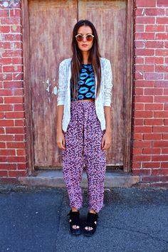 street style, outfit, look, trend tendencia, fashion, moda, inspiração, get inspired, inspiration, cropped, patterns, estampas, pink, rosa, blue, azul, white, branco