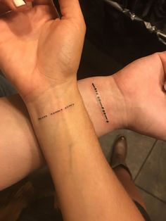 Everyone has a different understanding of tattoos. Some people like the visual beauty of tattoos and the profound meaning they contain. Couple tattoos, the name… Bff Tattoos, Mini Tattoos, Couple Wrist Tattoos, Best Friend Tattoos, Small Tattoos, Rose Tattoos, Flower Tattoos, Couple Tattoo Ideas, Tattos