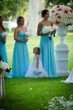 tiffany blue bridesmaids dresses | outdoor ceremony in gautier ms | outdoor ceremony flowers | arrangement of white roses and hydrangea