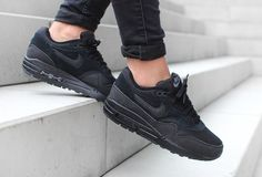 Air Max 1 Essential 'Triple Black' (version femme)