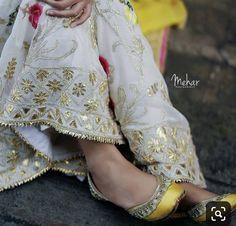 Pakistani Dress Design, Pakistani Outfits, Indian Outfits, Embroidery Suits Punjabi, Embroidery Suits Design, Zardozi Embroidery, Designer Punjabi Suits, Indian Designer Wear, Salwar Designs