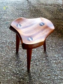 Woodworking Furniture, Wooden Furniture, Furniture Projects, Cool Furniture, Furniture Design, Stool Chair, Wood Stool, Wood Table, Small Wood Projects