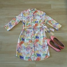 LIZ CLAIBORNE Button Down Floral Dress 3/4 Sleeve Front button closure. Collared neckline 3/4 Sleeves. Knee length. Waist belt. Side pockets at hips Allover floral print. Hits at or right above knee.  In excellent condition with no stains or tears noted! Please note: Only item described in listing included. Other items appearing in picture for decorative purpose only From a pet & smoke free home! Liz Claiborne Dresses