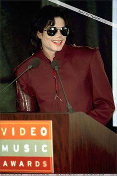 Appearances > The 1995 MTV Video Music Awards Nominations - Michael Jackson Photo - Fanpop Paris Jackson, Mtv Video Music Award, Music Awards, Joseph, Jackson Family, Mike Jackson, Michael Jackson Pics, The Jacksons, Archangel Michael