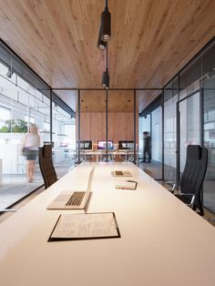 "Echa un vistazo a este proyecto @Behance:""The office of medical company"" https://www.behance.net/gallery/59205065/The-office-of-medical-company"