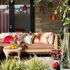 Outdoor room with colourful accessories