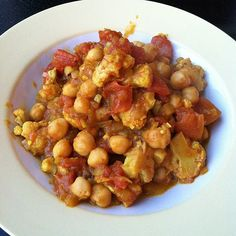 Roasted Cauliflower-Chickpea Curry by almostvegan (I also cook like this, approximating and adjusting. Chickpea Recipes, Veggie Recipes, Whole Food Recipes, Vegetarian Recipes, Healthy Recipes, Healthy Eats, Cauliflower And Chickpea Curry, Roasted Cauliflower, Cauliflower Recipes
