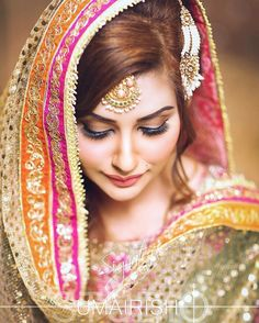 70 Beautiful Ideas for Asian Bridal Makeup Looks - VIs-Wed Pakistani Mehndi Dress, Pakistani Bridal Makeup, Bridal Dupatta, Asian Bridal Makeup, Pakistani Wedding Outfits, Bridal Makeup Looks, Bride Makeup, Bridal Outfits, Bridal Looks