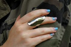 Little Nell knuckle ring ombre nails