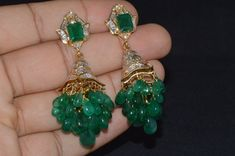 Emerald Earrings, Emerald Jewelry, Ear Jewelry, Bridal Jewelry, Drop Earrings, Gold Ring Designs, Gold Earrings Designs, Beaded Jewelry Designs, Fancy Jewellery