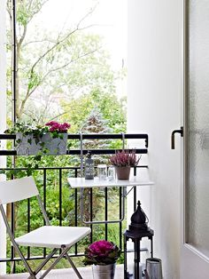 The & style or the art of mixing the industrial with the bohemian Outdoor Small Balcony Decor, Small Outdoor Spaces, Balcony Plants, Balcony Design, Small Patio, Balcony Garden, Balcony Ideas, Balcon Condo, Winter Balkon