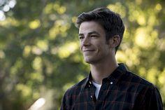 """""""O QUE VOCÊ SACRIFICARIA PARA TER TUDO O QUE SEMPRE QUIS?""""     Barry (Grant Gustin) está vivendoa sua vida de sonho - seus pais estão vivo..."""