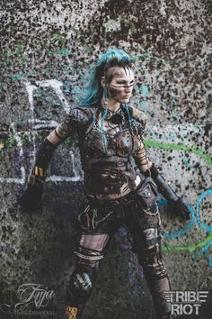 post apocalypse costumes blue and white bellydance - Bing images Apocalypse Costume, Apocalypse Fashion, Apocalypse Aesthetic, Apocalypse World, Post Apocalyptic Costume, Post Apocalyptic Fashion, Post Apocalyptic Clothing, Mad Max Costume, Wasteland Warrior