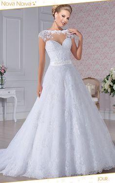 Jour #vestidosdenoiva #noiva #vestidodenoiva #bride #wedding #casamento #weddingdress #weddingdresses #bridaldress