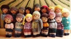Les mini poupées tricotées. Elles sont en vente dans ma boutique. http://www.alittlemarket.com/boutique/la_fabrique_de_cadot-58301.html - Sylvie Cadot - Google+