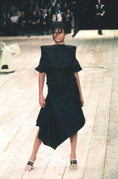 1999 - Alexander McQueen show - Erin O Connor